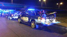 Efectivos policiales con las motos que fueron recuperadas.
