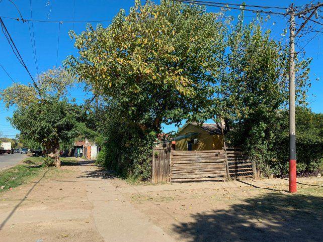 Gerónimo López conversaba con una vecina en la puerta de su casa
