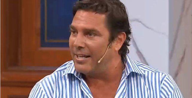 Matías Alé contó que una pareja lo convocó vía Twitter para que se les sumara en un encuentro íntimo.