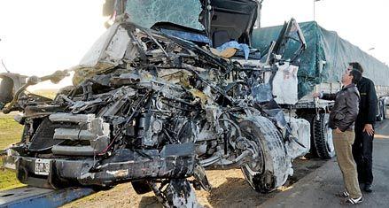 Dos caballos provocaron un múltiple choque fatal en la autopista a Capital