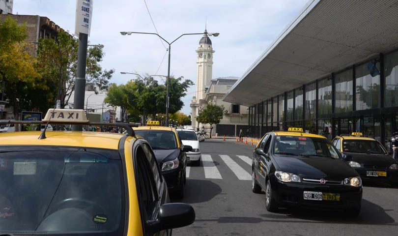 Los taxistas van un aumento tarifario. (Foto: S. Salinas)