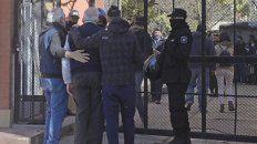 Familiares y allegados de la víctima llegaron a la escena del trágico episodio.