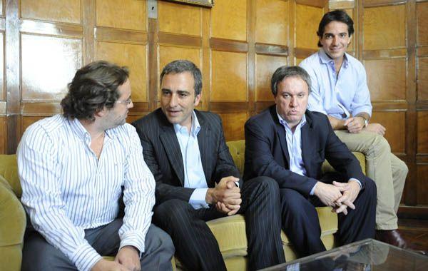 Marco Lavagna y Miguel Peirano junto a Cachi Martínez presentan las ideas económicas del Frente Renovador. (Foto: S. Suárez Meccia)