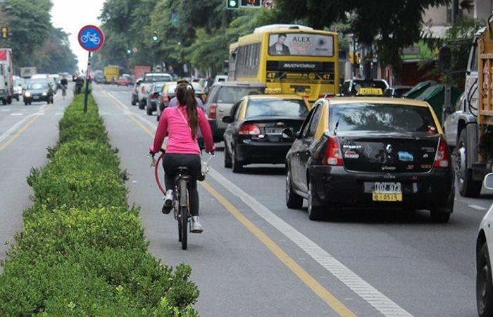Los taxistas afirman que por la ciclovía