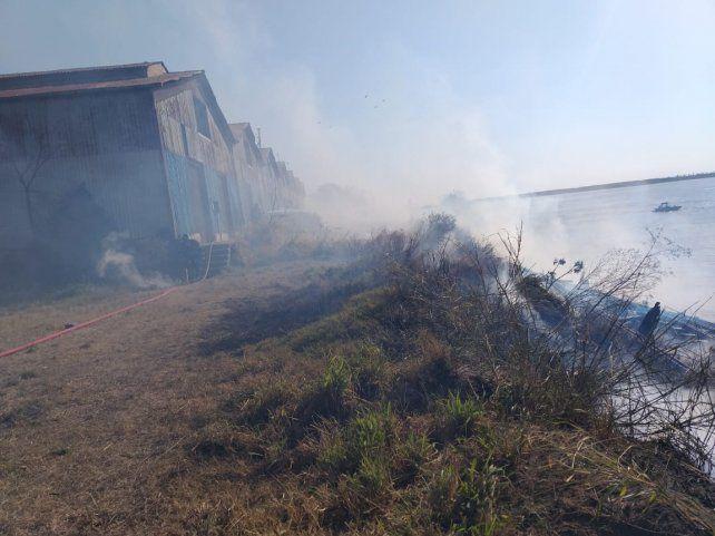 Siguen los trabajos en la ex zona franca de Bolivia tras el incendio intencional