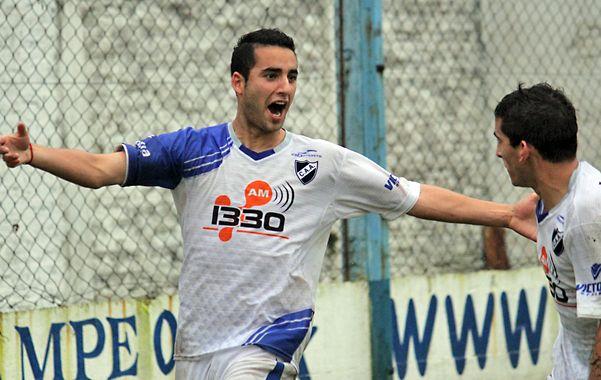 Un grito necesario. Leonardo Flores marcó el gol de la victoria en el Olaeta y lo festejó con ganas. Es el tercero que marca en el torneo.