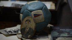 Objetos de gran valor histórico y afectivo recuerdan al mayor de los ídolos del fútbol rosarino.
