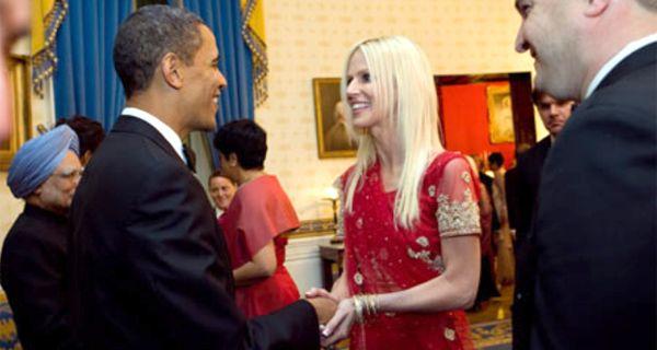 Se había colado en la Casa Blanca: ahora subastará su vestido