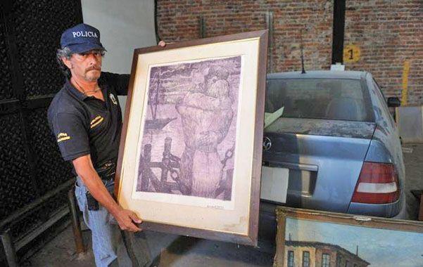 Escondidas. Las pinturas estaban escondidas detrás de una pared. Están valuadas en un millón de dólares.