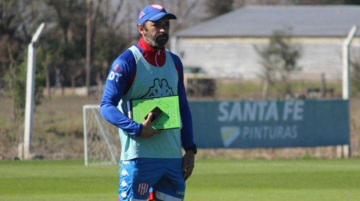 El DT de Unión, Juan Azconzábal, habló de la actualidad del plantel.