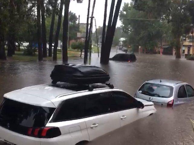 Pinamar se transformó en Venecia: una tormenta dejó sectores de la ciudad bajo agua