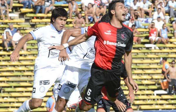 El defensor Víctor López quedó afuera del partido a último momento.