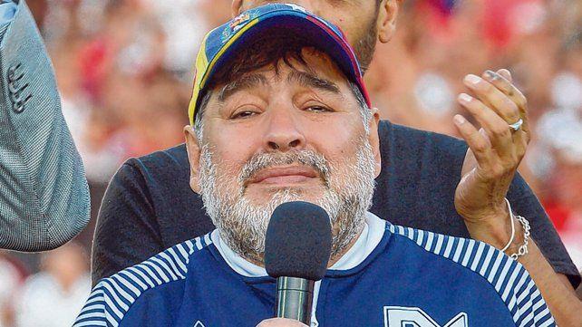 Maradona dirigirá el domingo a Gimnasia en el partido frente a Arsenal.