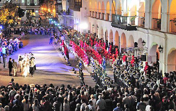 Ceremonias populares. Entre bandas militares y desfiles cívicos la capital salteña recordará a sus próceres.