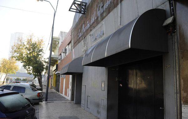 Puertas cerradas. Así quedó el cabaret de Cabrera desde el 25 de mayo. (foto: Celina Mutti Lovera)