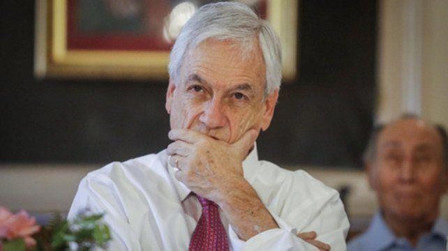 denuncia. Piñera recordó la quema de 20 estaciones del metro y 30 supermercados la noche del 18 de octubre.