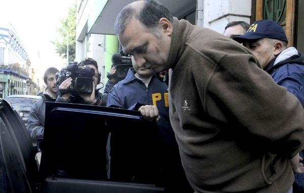 Jorge Mangeri es retirado del edificio acusado del asesinato de Angeles.