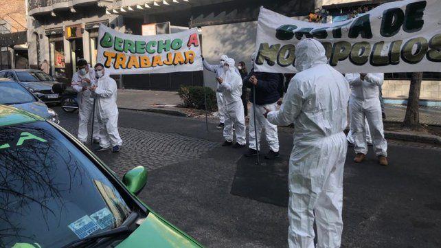 Trabajadores de una tabacalera protestan frente a la Afip