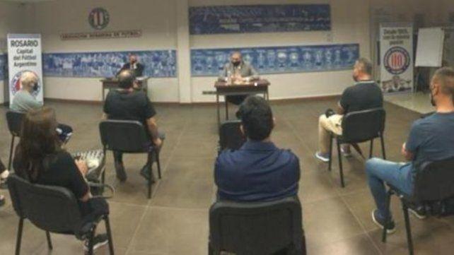 Reunión en la Asociación Rosarina de Fútbol: El presidente Mario Giammaría dio a conocer la nuevas medidas de prevención para el fútbol local.