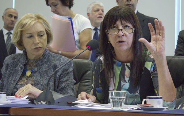 La diputada kirchnerista Diana Conti (izquierda)