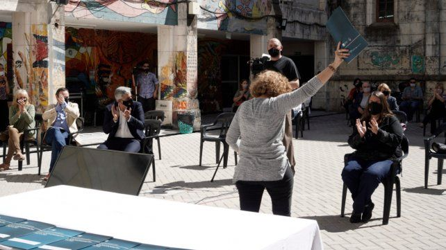 El acto se hizo en el patio de la Facultad de Humanidades de la UNR.