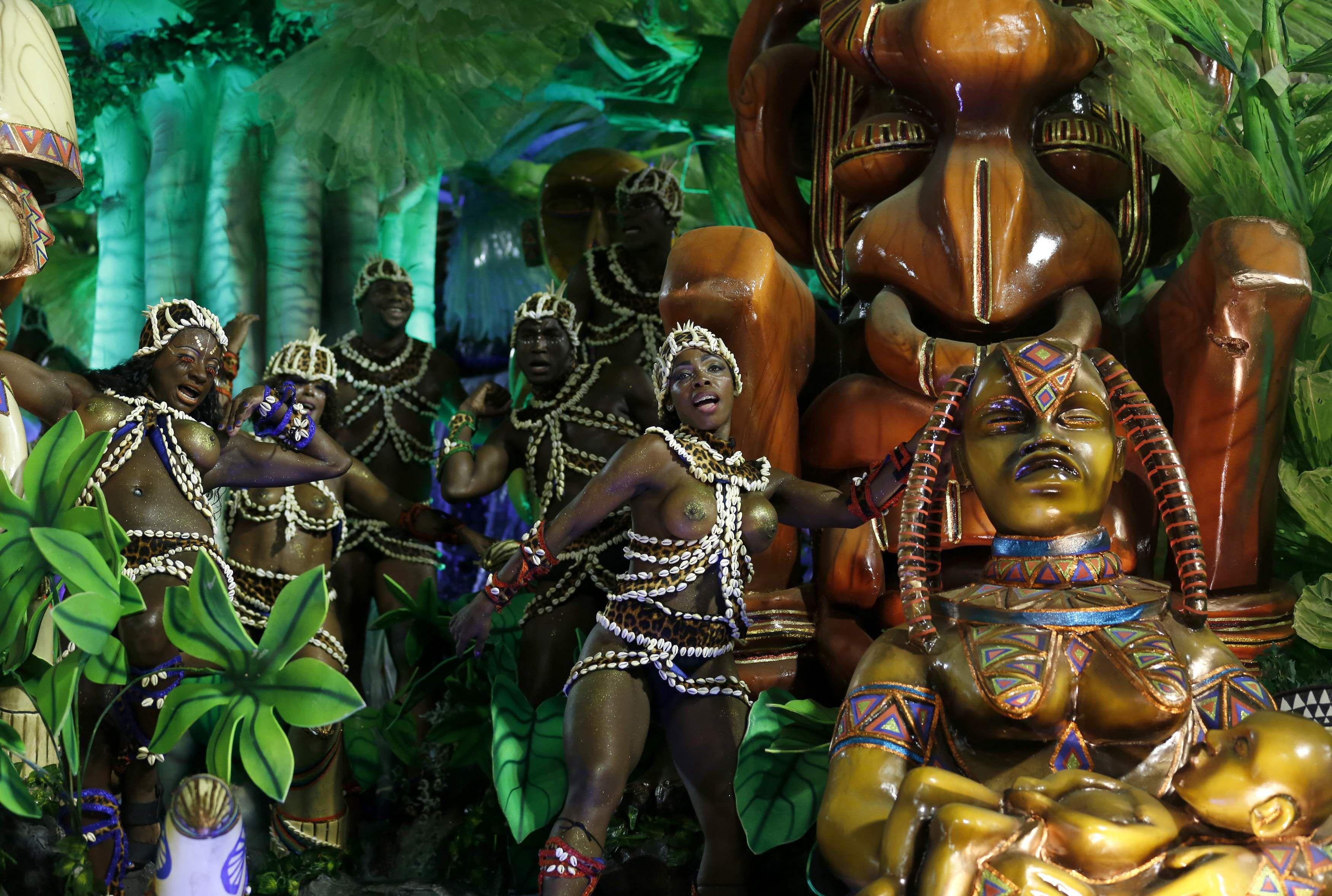 Esplendor. Una vista de la fantástica escuela de samba durante su desfile por el sambódromo anteanoche.