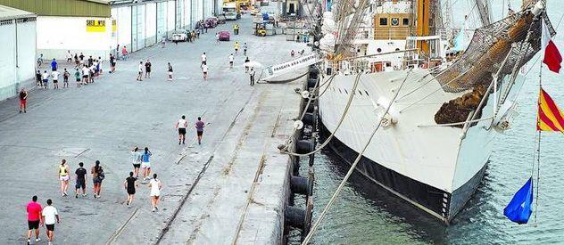 La fragata Libertad en el lugar donde está retenida desde el 2 de octubre. Partió a principios de junio desde Buenos Aires