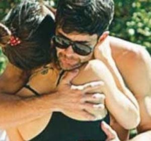 Lali y Mariano fueron fotografiados cómplices en la piscina de un hotel de Córdoba.