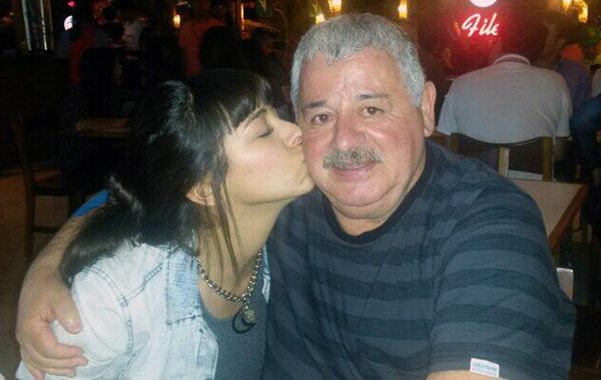 """""""Titi"""" en una foto para el recuerdo junto a su hija. María Soledad había viajado a Brasil para sorprenderlo en su cumpleaños."""
