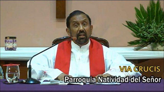 El año pasado el padre Ignacio también transmitió el Vía Crucis en forma virtual.