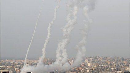 Salvas de misiles parten desde Gaza hacia Jerusalén y otras ciudades de Israel.