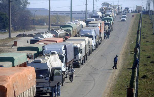 Antecedente. El paro de Camioneros el 8 de julio del año pasado tuvo un alto nivel de atacamiento. (foto: Héctor Rio)