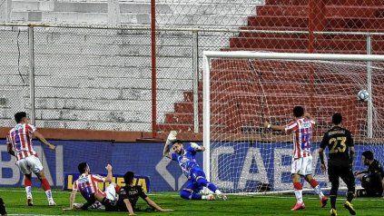 Unión suma tres victorias seguidas ante Racing en el 15 de Abril. La última fue 2-0 con goles de Fernando Márquez y Mauro Luna Diale.