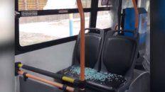 otro ataque a piedrazos a colectivos, esta vez en barrio acindar: un chofer resulto herido