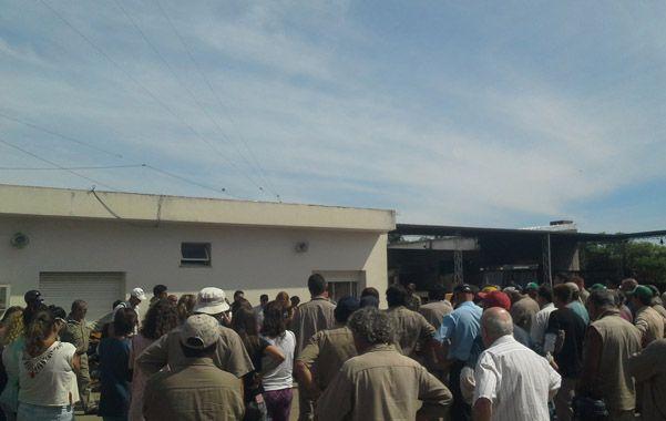 Reparos. En una asamblea en el corralón municipal los trabajadores expresaron su preocupación por lo dispuesto por Sarasola.
