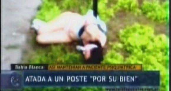 Filmaron a una mujer atada a un poste y en ropa interior en un supuesto centro de rehabilitación