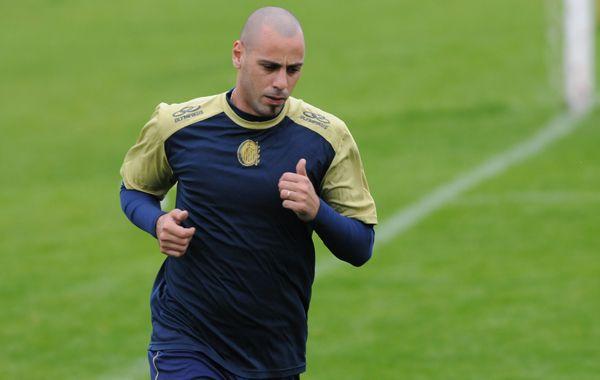 El uruguayo Julio Mozzo es uno de los jugadores a los que le adelantaron las vacaciones y deberá buscarse club.