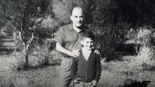 Roberto Miguel junto a su padre durante una infancia que se desplegó en la Escuela Alberdi y el parque Urquiza.