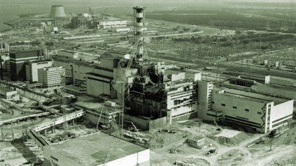 La silueta de la famosa central nuclear de Chernoby, Ucrania.