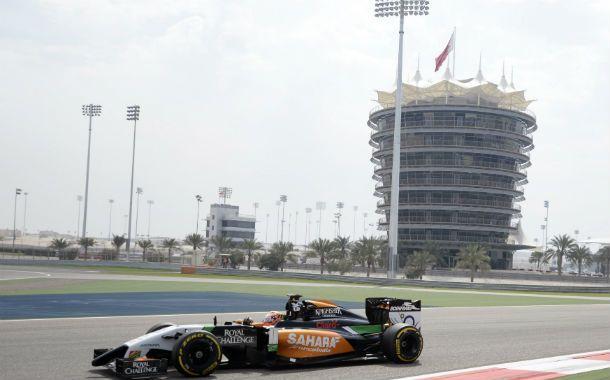 Otra vez adelante. Sergio Pérez volvió a dominar como el jueves con el colorido Force India en Bahrein.