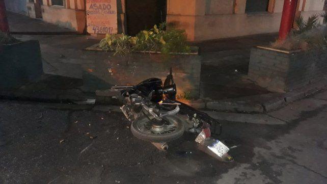 El motociclista sufrió heridas de consideración