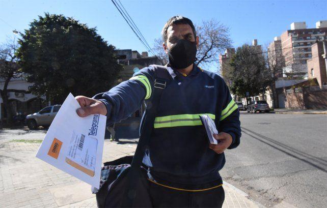 Desde hace 25 años Hernán Arana trabaja en el Correo Argentino