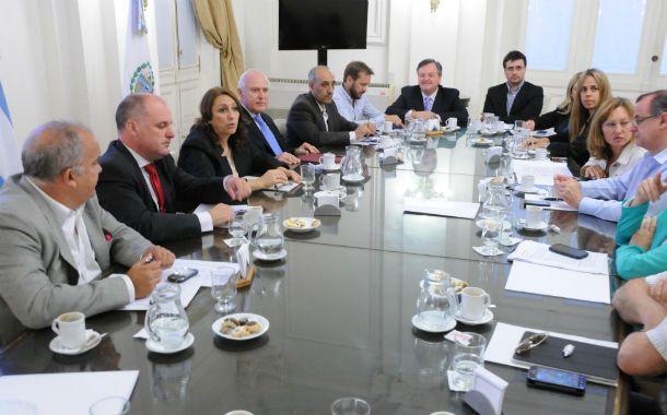 La intendenta Fein junto a Lifschitz y otros legisladores y concejales.