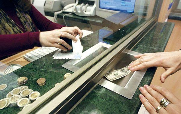 Verdes. Crece la especulación con las compras de dólares y las apuestas contra la moneda nacional.