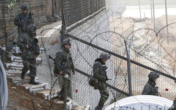 Tambores de guerra. Soldados surcoreanos reforzaron las patrullas en la militarizada zona fronteriza.