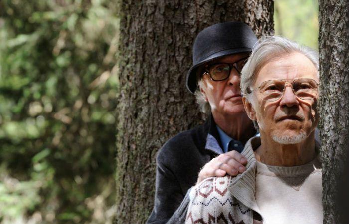 Michael Caine y Harvey Keitel interpretan el papel de dos viejos amigos.