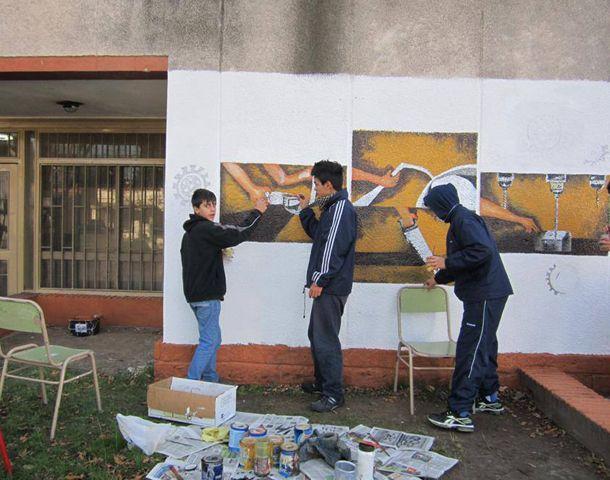 Educar para el trabajo, el mural de la Técnica Nº 466