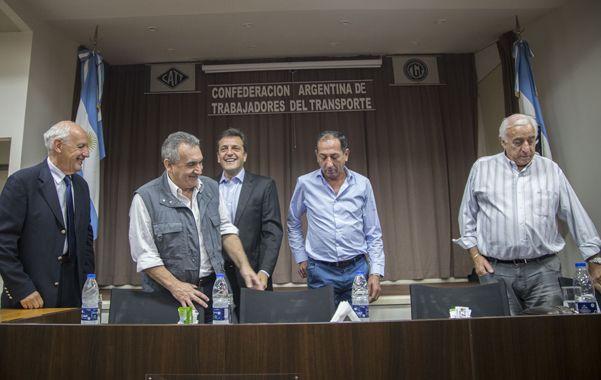 Agenda política. Los dirigentes de gremios del transporte recibieron al candidato presidencial Sergio Massa.