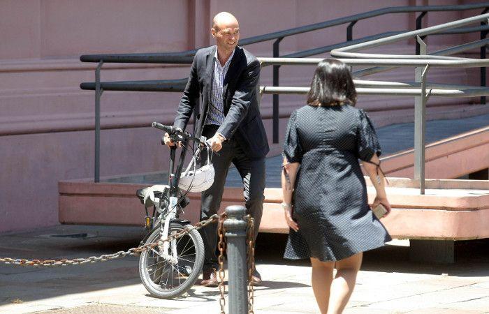 Dietrich fue en bicicleta a la reunión con Florencio Randazzo por la transición