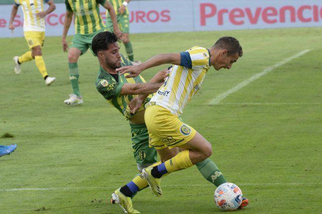 Ruben se esfuerza ante Aldosivi. En ese partido Central ganó y se posicionó.